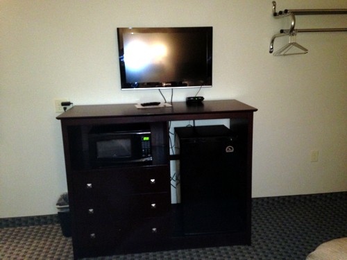 Logan Creek Inn, Randolph - Dresser, TV, Coffee, Microwave